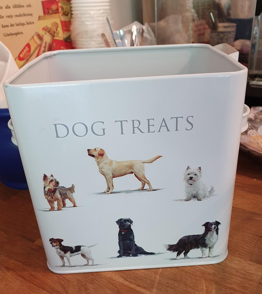 flickorna-pa-farjenas-dog-treats